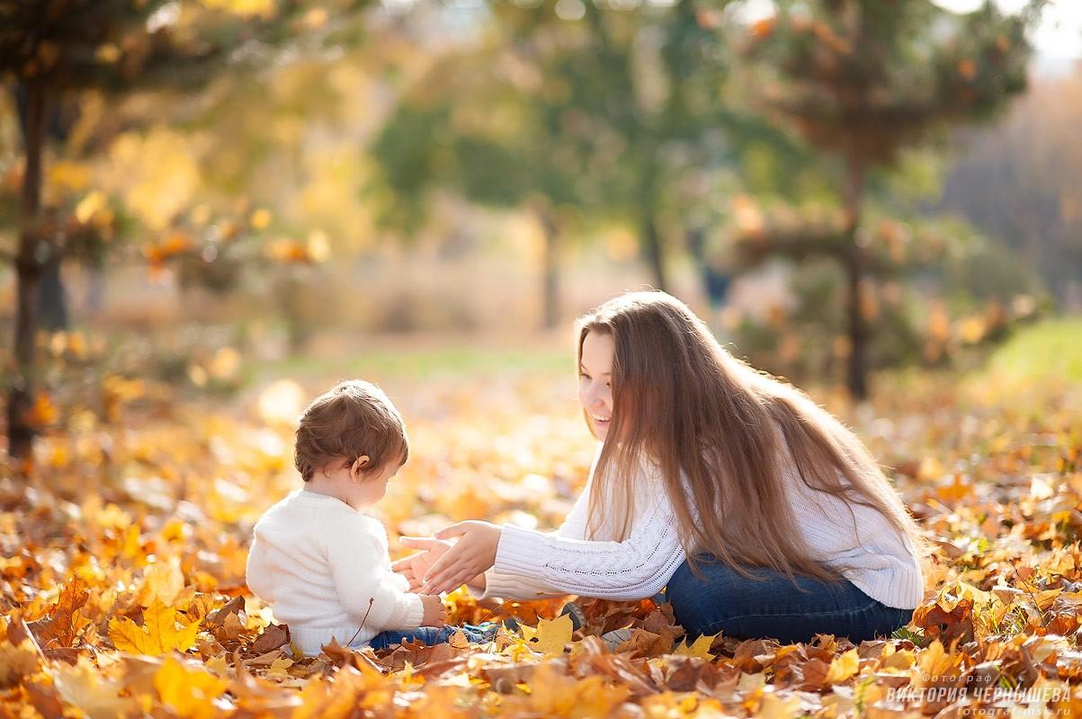 Мама с маленькой дочкой осенняя фотосессия